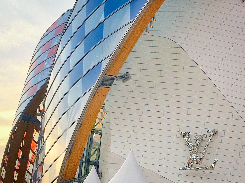 L'Observatoire de la Lumiere. Fondation Louis Vuitton Paris, architecture de Frank Gehry, reproposition par Daniel Buren